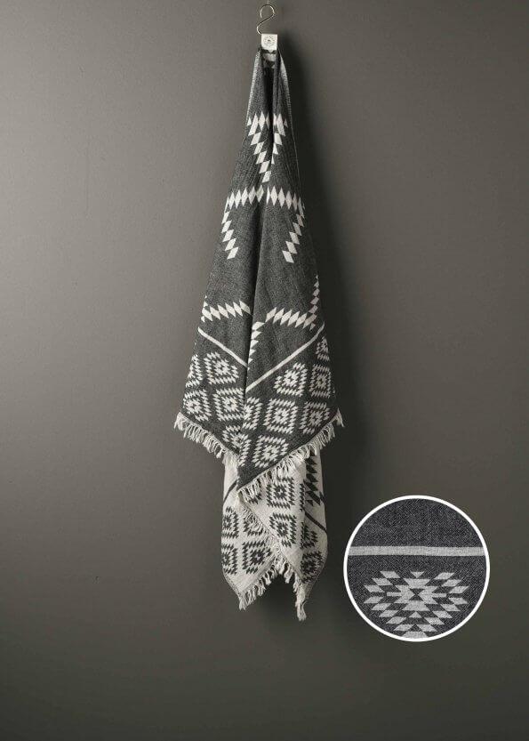Produktbillede af strandhåndklæde i grå med ternet mønster