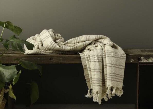 Produktbillede af tæppe i creme-beige striber