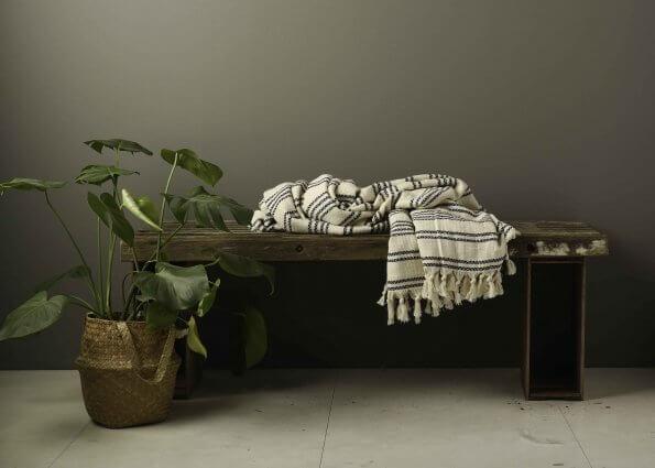 Produktbillede af tæppe i creme-sorte striber