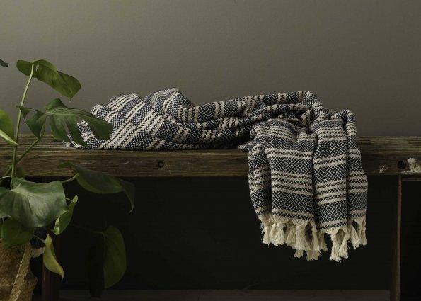 Produktbillede af tæppe i sorte-creme striber