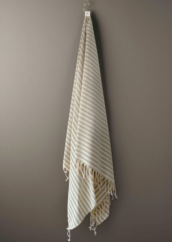 produktbillede af santorini i grøn stribet strandhåndklæde