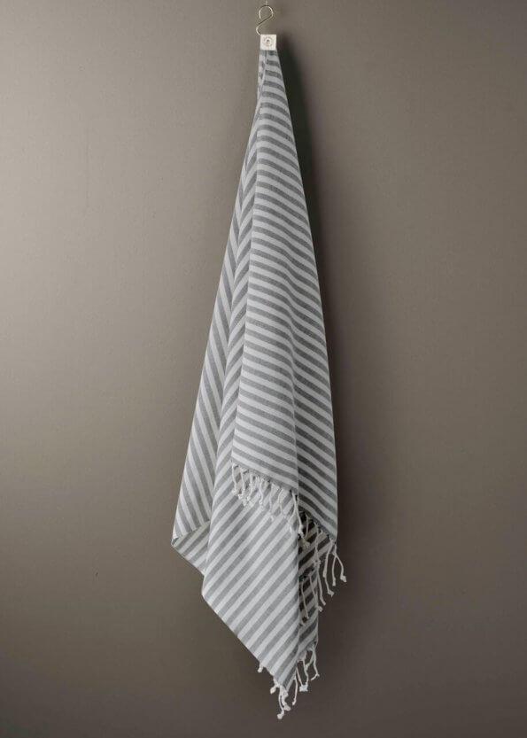 produktbillede af santorini i sort stribet strandhåndklæde