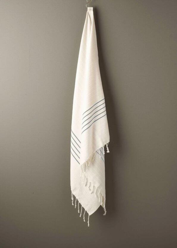 produktbillede af bali i grå stribet strandhåndklæde
