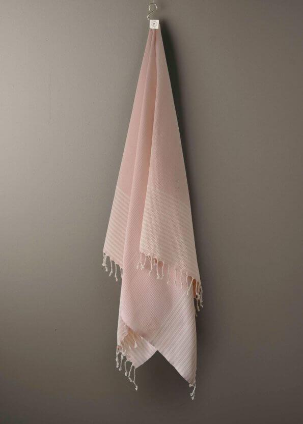 produktbillede af cannes i lyserød stribet strandhåndklæde